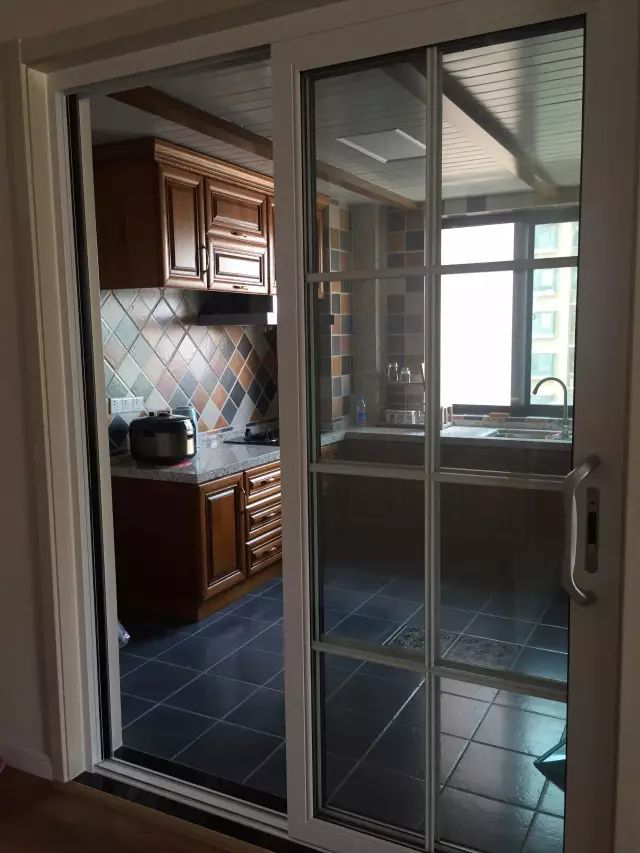 news-What color is good for the kitchen door-Runcheng Chuangzhan-img-1