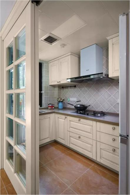 news-What color is good for the kitchen door-Runcheng Chuangzhan-img-4