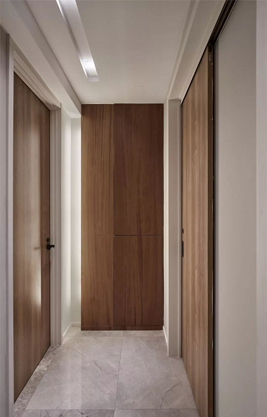 news-Runcheng Chuangzhan-Wood color and white, which door is better-img-7